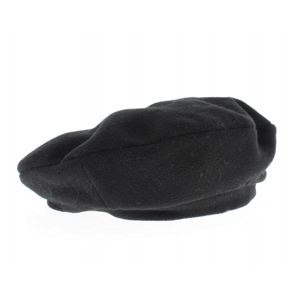 Basque beret in polar